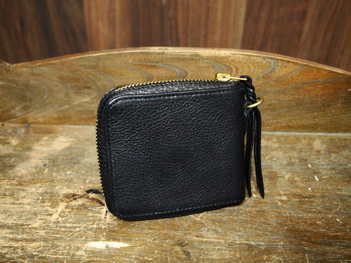 ROUNDZIP SHORT WALLET (BLACK × BRASS GOLD)