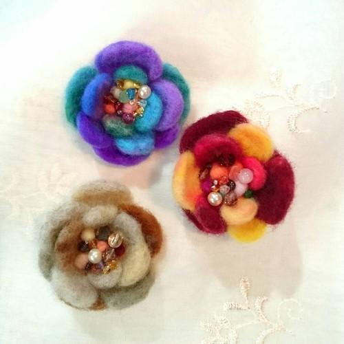 【再販】Magical Flower Brooch(羊毛フェルトのブローチ)