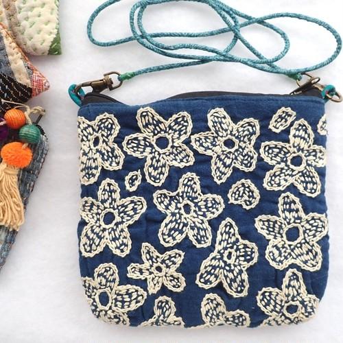 チェンマイ 刺し子 刺繍 ポシェット 中綿入り お花
