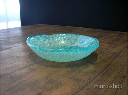 琉球ガラス お皿 泡変形深皿 小 スカイ-1 スカイブルーの空にそよぐ風 みんるー商店|稲嶺盛吉