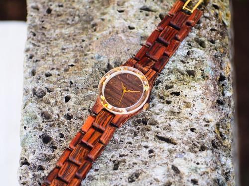 パリサンダを用いた木製腕時計(前フレームは金箔押し花)