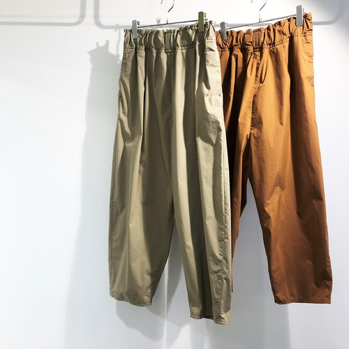 FIRMUM 【フィルマム】 COTTON & POLYESTER STRETCH TYPEWRITER WIDE TAPERED PANTS