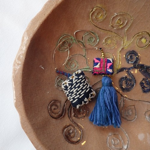 チェンマイ カレンシルバー と 古布 を使った  ちくちく刺し子のピアス 青