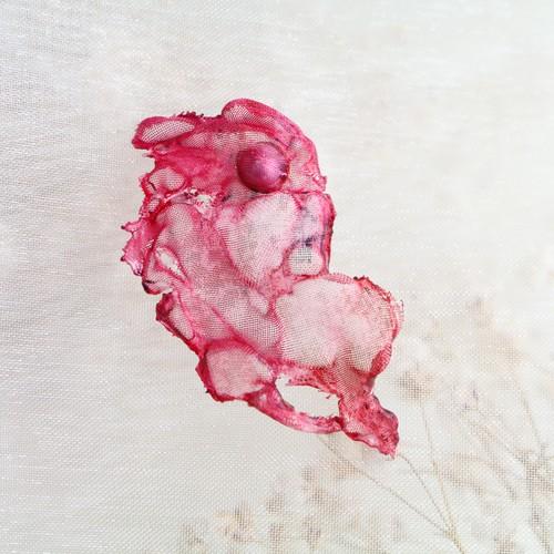 染めオーガンジーのアートピアス|赤色③