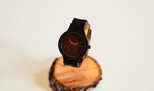 銘木黒檀の腕時計