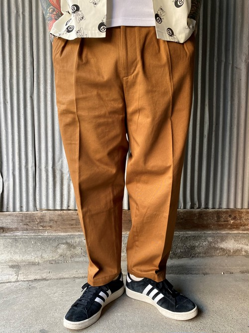TWO TUCK TROUSERS