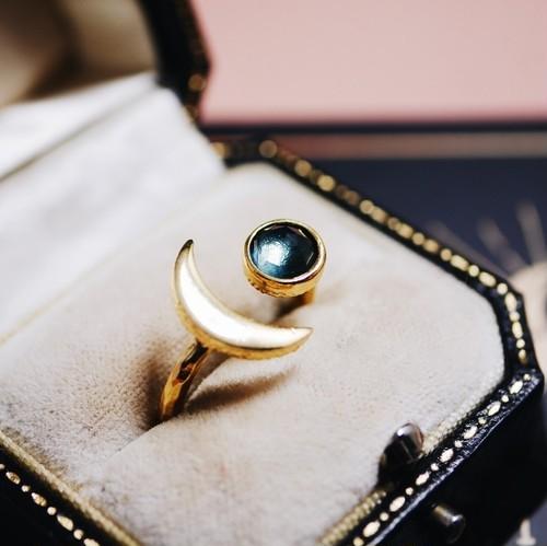 ロンドンブルートパーズ 月と星の指輪
