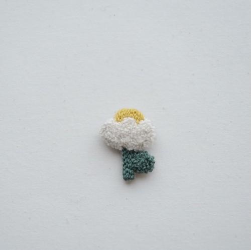 ニードルパンチのブローチ・白いお花