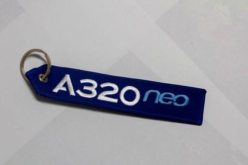 RemoveBeforeFlightキーホルダー  エアバス A320neo ハウスカラー