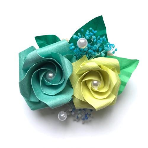 折り紙のバラブローチ