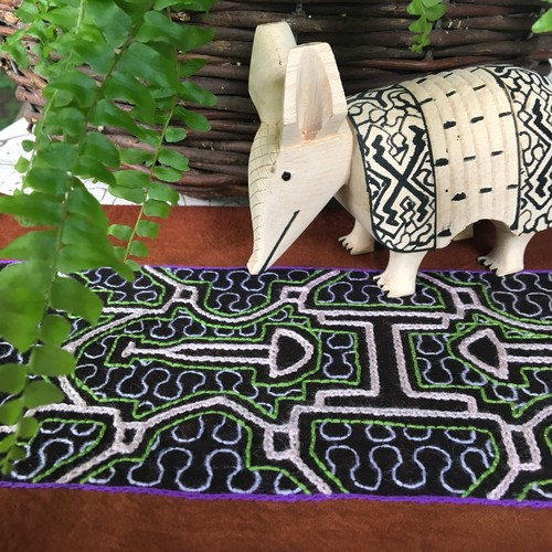 木彫りのアルマジロ-3 チビアルマジロ 体長19cm 先住民族の工芸