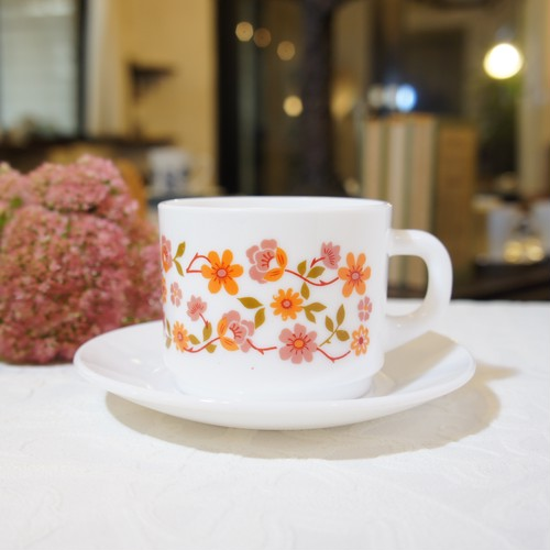 "70's French Vintage ""arc opal [アルコパル]"" Milk-Glass Floral Design Cup&Saucer   [GV-21]"