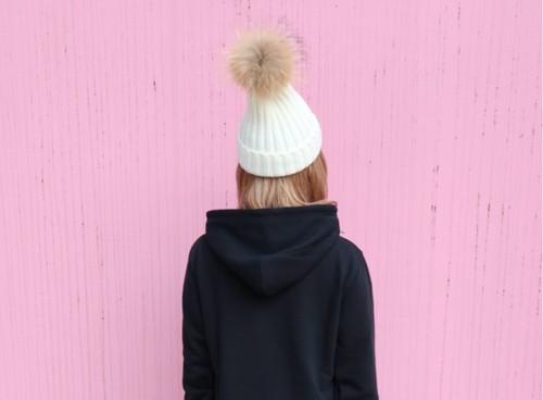 ポンポン付きニット帽