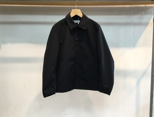 "UNIVERSAL PRODUCTS.""SHORT COACH JACKET BLACK"""