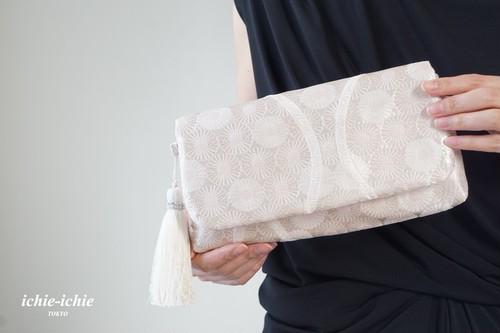 結婚式やパーティー、日常使いにも。2way帯クラッチバッグ& ハンドバック 絹帯 リメイク 桜 シルバー