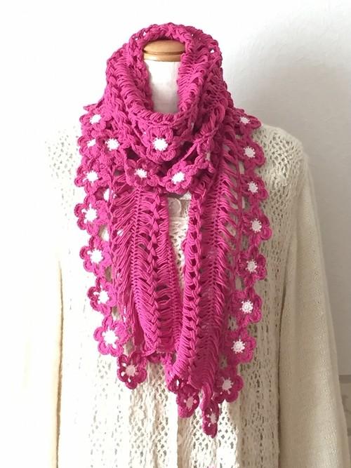 鮮やかなマゼンダピンクの手編みニットストール オーガニックコットン
