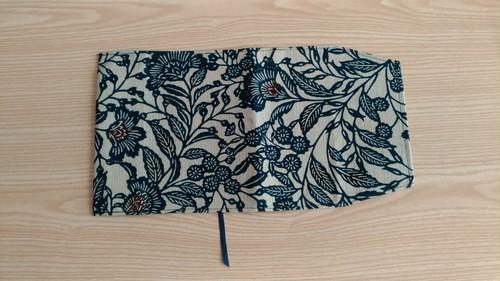 藍染ブックカバー <野の花模様>