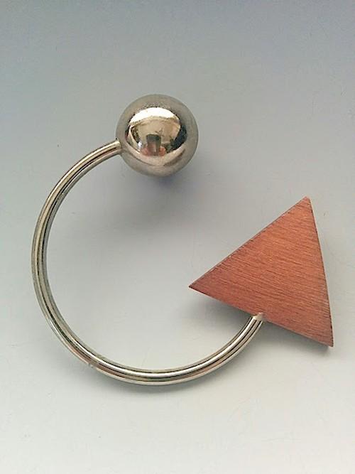 アーリッカ(ピンバッジ、丸メタル+三角)