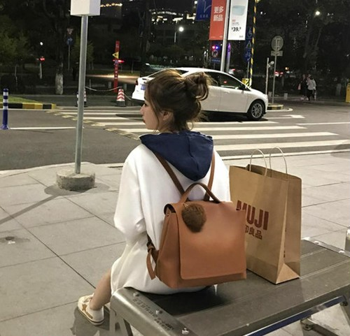 【送料無料】 ファーがアクセント♡ スクエア型 PU リュックサック バックパック バッグ カバン 通勤 通学 大容量