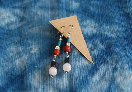 STONE PIERCED EARRINGS
