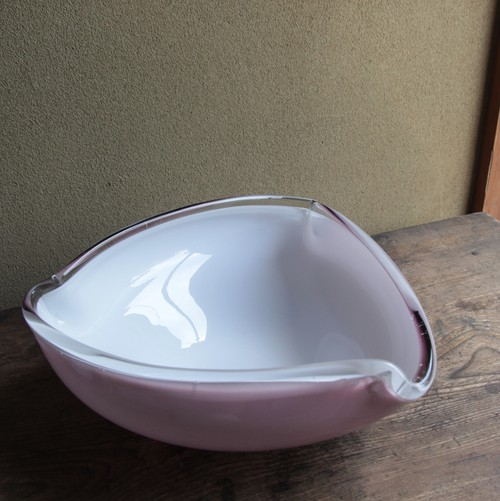 薄紫の大きめガラスボウル