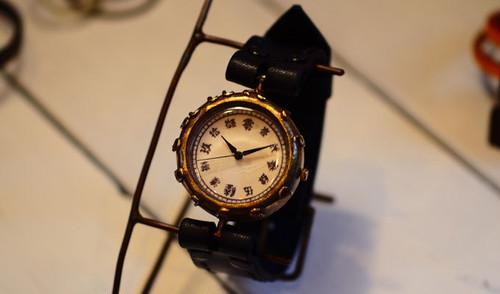 羅針盤のような腕時計