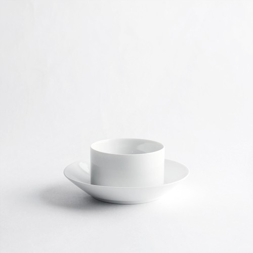 [has] double cup + saucer
