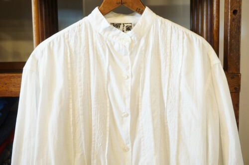 80's white embroidered collarless Shirt