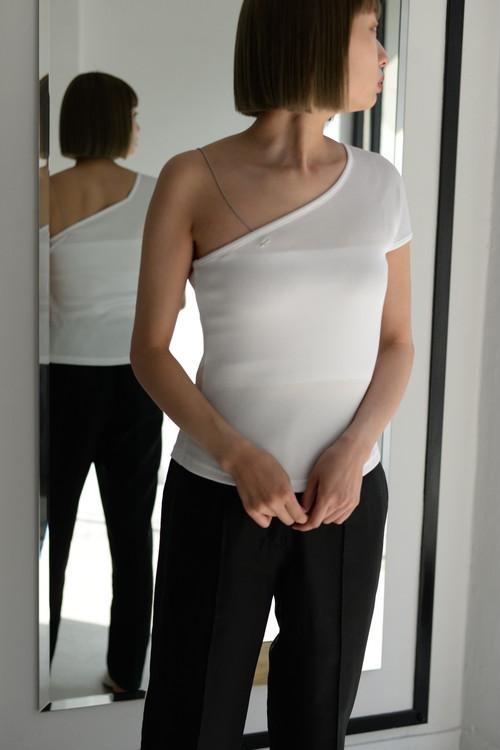 ROOM211 / One shoulder Top (white)