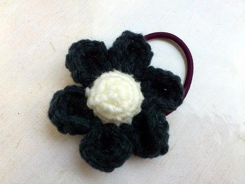 お花のヘアーゴム ブラック