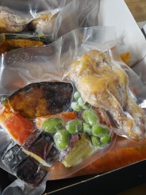チキン煮込みと揚げ野菜のスープカレー黒米付き(2人前)