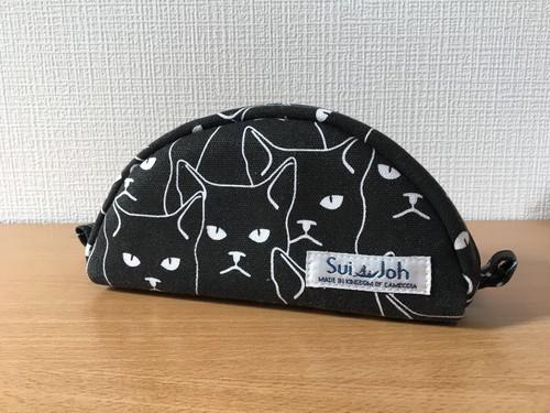 ハーフムーンポーチ《黒ネコ》