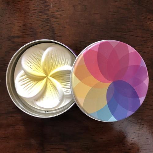 持ち運びできる虹色ミニアロマ缶(タオアシス)
