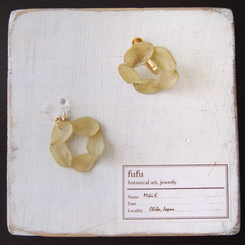 花環(薄緑) 耳飾り