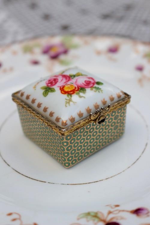 イギリス 陶器製 ピルケース トリンケットボックス