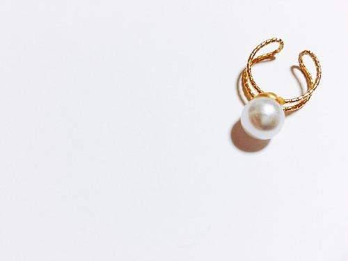 Simple perl gold ring