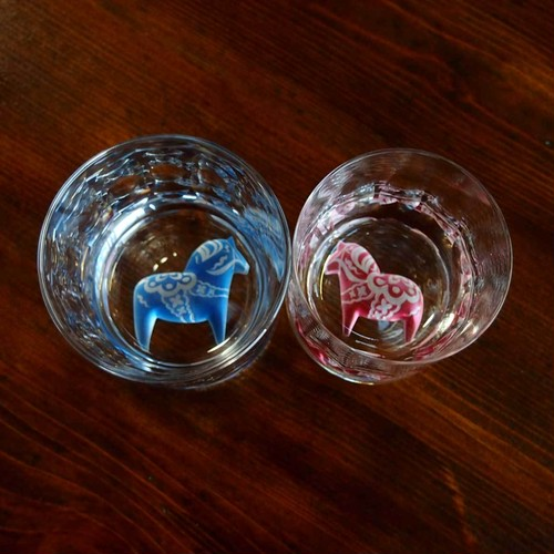 ペアクリスタルロックグラス「ダーラナ木馬」