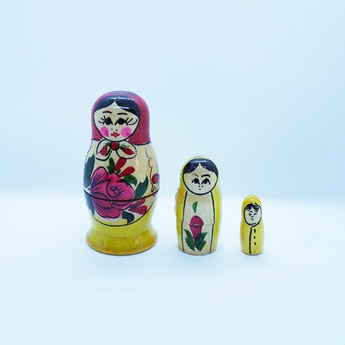 【ロシア】 ミニマトリョーシカ 「ロシアの女の子 A」 3P 7cm