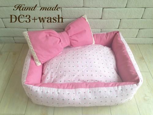 ピンク小バラ柄と赤チェックベッド