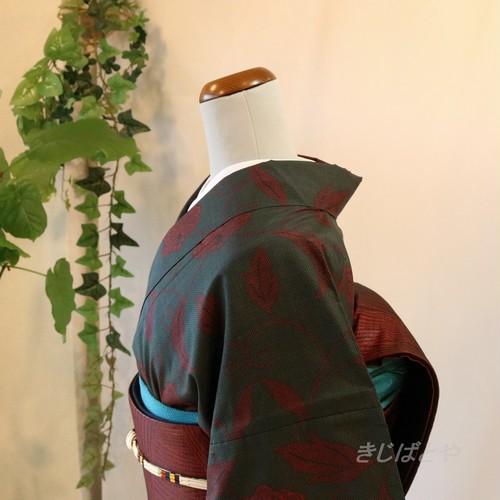 大島紬 藍鉄色に赤の花の総柄小紋 袷