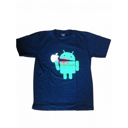 Android eats a apple プリントTシャツ