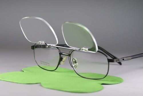 レンズ交換可能!前掛け式老眼鏡「+1.5」