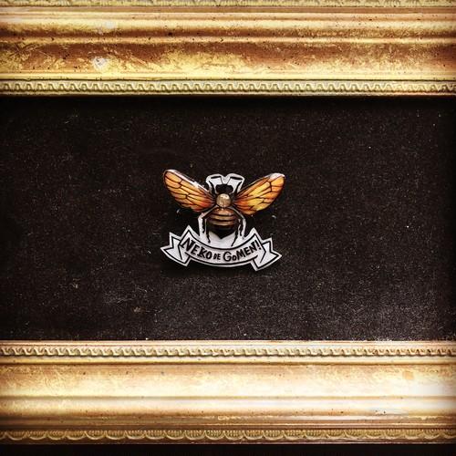 蜜蜂ブローチ