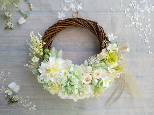 Lune Bonheur< menthe verte>*受注制作*ハーフムーンリース*プリザーブドフラワー*お花*ギフト*結婚祝い*新築祝い*お誕生日祝い*ウェディング*春の新作
