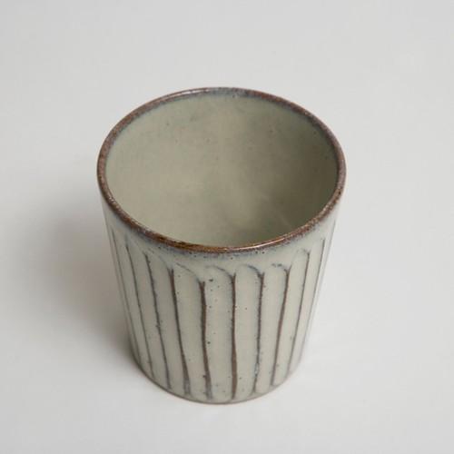 白釉彫ロックカップ