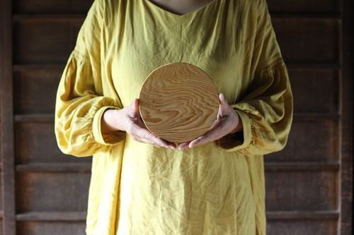 木のお皿(小さな丸)