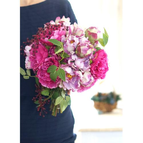 【2点セット】  ピンク芍薬のクラッチブーケ+ブトニア