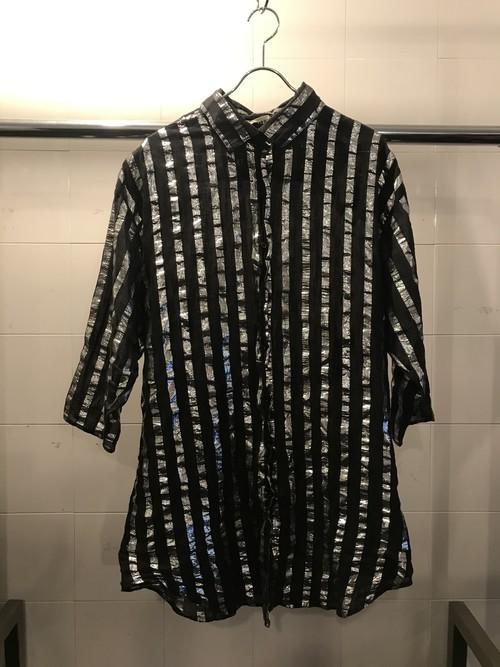 シルバーが効果的なストライプ半袖シャツ