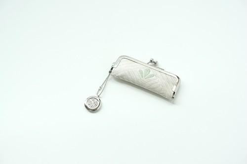 【CELINE シルバー 薄緑 シルク帯  印鑑ケース】がま口、帯リメイク。敬老の日、結婚祝い、誕生日、敬老の日のギフトに。