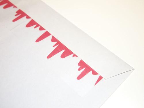 血が垂れてる梱包テープ